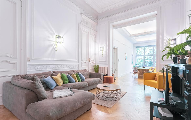 colive-coliving-collocation-maison-partagée-collocataires-Place-Stéphanie-grand-salon-modern-avec-meubles