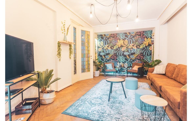 logo-colive-coliving-collocation-maison-partagée-collocataires-Bruxelles-grand-salon-moderne-meublé