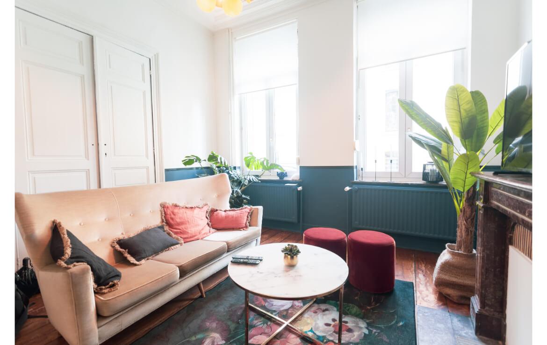 colive-coliving-collocation-maison-partagée-collocataires-Bruxelles-Arts-Loi-centre-ville-salon-avec-meubles