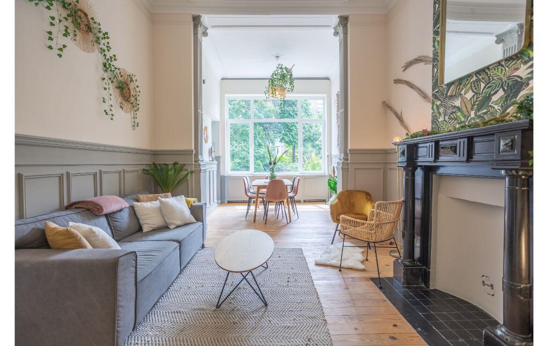 colive-coliving-collocation-maison-partagée-collocataires-Bruxelles-Darwin-salon-moderne-avec-meubles