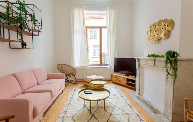 colive-coliving-collocation-maison-partagée-collocataires-Bruxelles-Germoir-grand-salon-moderne-avec-meubles