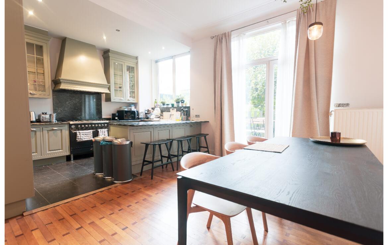 logo-colive-coliving-collocation-maison-partagée-collocataires-Bruxelles-Montgomery-centre-ville-grande-cuisine-full-équipé-moderne-avec-salle-à-manger