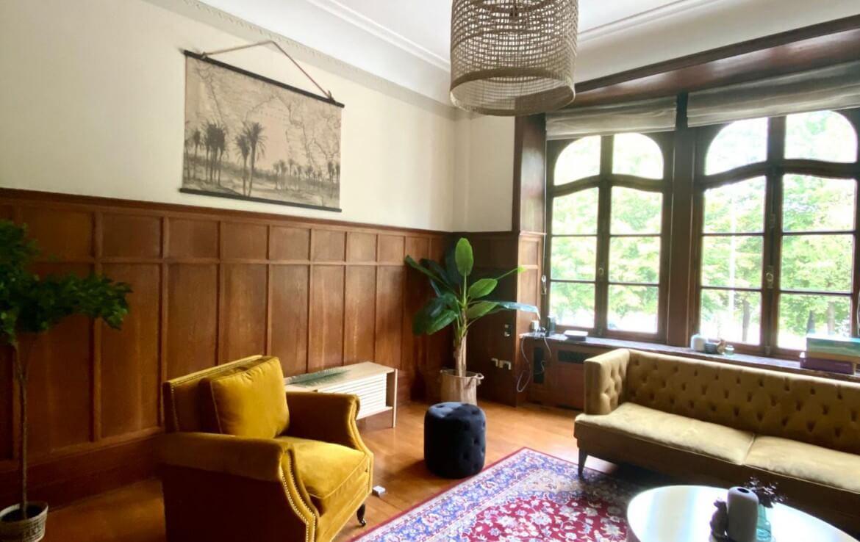 colive-coliving-collocation-maison-partagée-collocataires-Bruxelles-square-vergote-schaerbeek-salon-équipé-avec-meubles-neuf