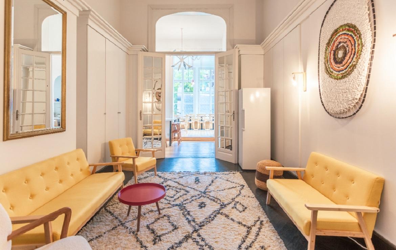 colive-coliving-collocation-maison-partagée-collocataires-Chatelain-grand-salon-moderne-avec-meubles